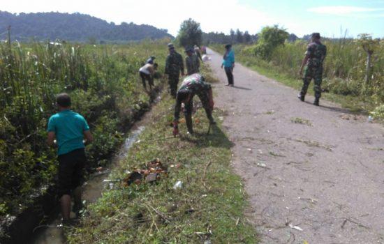 Bersama Masyarakat Desa Panton Makmur Koramil 01/Lamno Melaksanakan Jum' at Bersih
