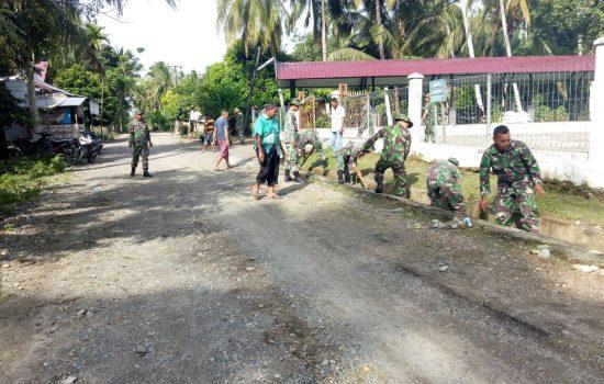 Koramil 06/Teunom dan Kipan E Yonif 116/GS Jumat Bersih Bersama Masyarakat Desa Pasie Pawang