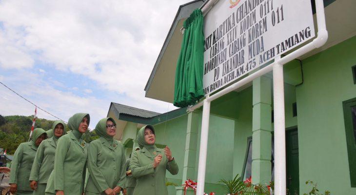 Peresmian Kantor Persit Cabang XXIV 0117 Ditandai dengan Penarikan Tirai Papan