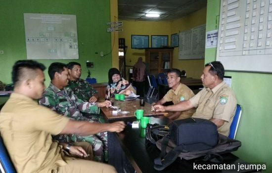 Kantor BP3K Jeumpa disambangi oleh dua orang anggota Babinsa Pos Ramil 03