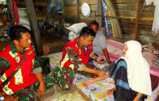 Tim Kesehatan Satgas TMMD Kodim 0101/BS Peduli Terhadap Kesehatan Masyarakat
