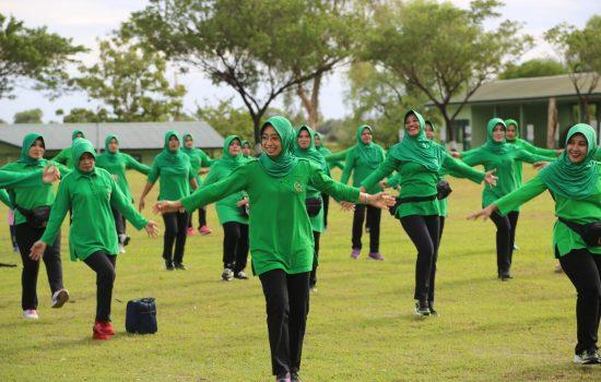 Ketua Persit PD Iskandar Muda Olah Raga Bersama