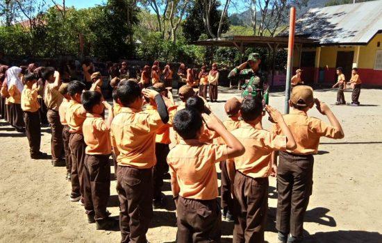 Babinsa Koramil Bintang Latih PBB ke Pelajar