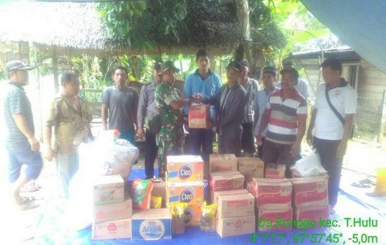 Koramil 05/Tamiang Hulu, Kodim 0117/Aceh Tamiang dan Segenap Forkopimcam Memberi Bantuan Sembako untuk Korban Banjir