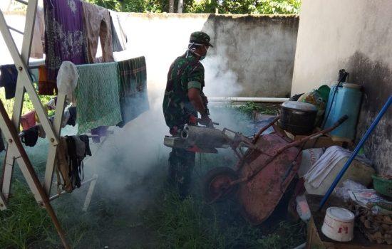 Cegah Demam Berdarah, Koramil 23/Langsa Timur Fogging Rumah Warga