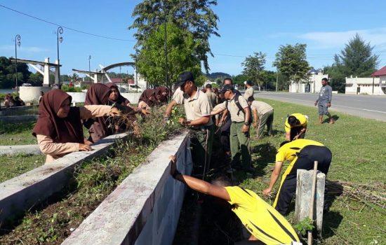 TNI – POLRI Bersihkan Rest Area di Rigaih