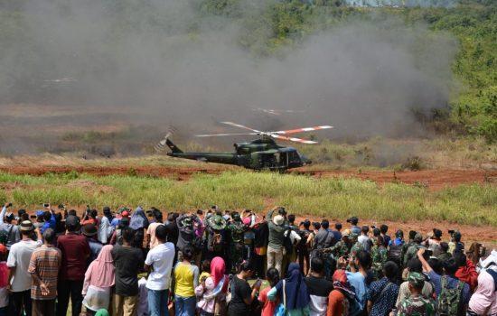 Ribuan Masyarakat Banjiri Dan saksikan Langsung Latihan Ancab TNI AD 2018