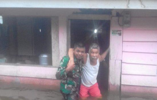 Serda Hendra Hadir Saat Warga Membutuhkan Bantuan dari Musibah Banjir