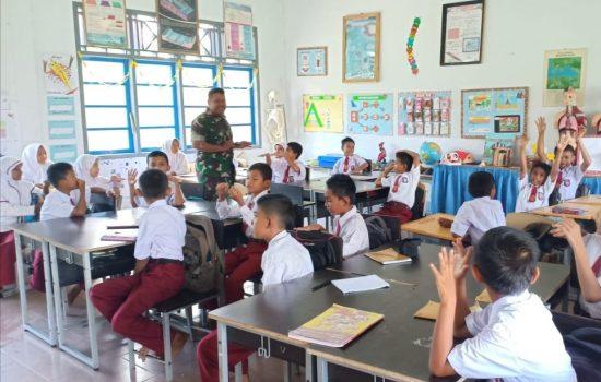 Babinsa Koramil Calang Motivasi Siswa SDN 1 Krueng Sabee