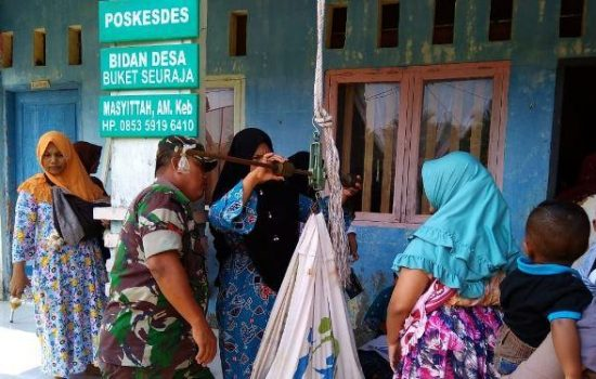 Babinsa Ramil 07/Jlk Bantu Posyandu, Bukti TNI Peduli Kesehatan Masyarakat