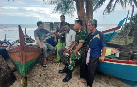 Serka Sudiharjo Pasaribu Laksanakan Komsos Bersama Nelayan