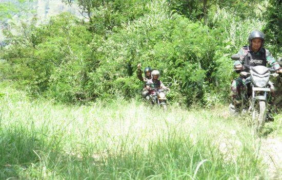 Pasi Teritorial Kodim Ateng, Babinsa dan Dinas PU Tinjau Lokasi TMMD