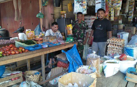 Babinsa Koramil 06/Peusangan Pantau Harga Sembako Dibulan Ramadhan