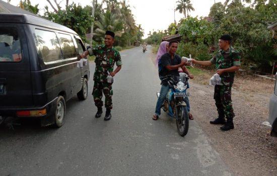 Kodim Aceh Jaya Semarakkan Ramadhan dengan Berbagi Takjil