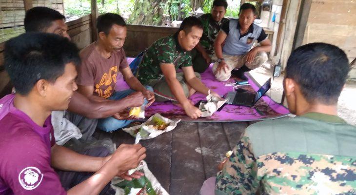 Satgas  TMMD Makan Siang Bersama Masyarakat