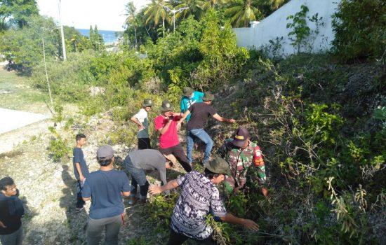 Babinsa Suka Jaya Karya Bakti Bersama Mahasiswa KKN