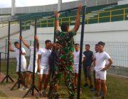Babinsa Koramil 11/DRI Latih Pemuda Calon Prajurit TNI AD