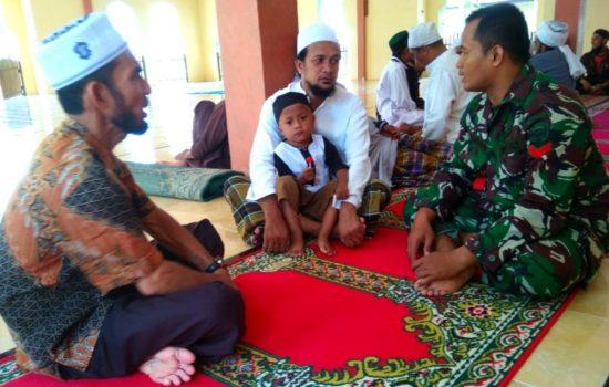 Silaturahmi Dengan Tokoh Agama, Ini Pesan Babinsa Desa Luthu Dayah Krueng
