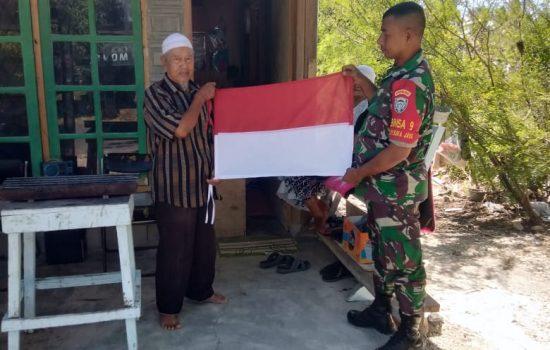 Babinsa Kodim Sabang Ajak Warga Kibarkan Bendera Merah Putih