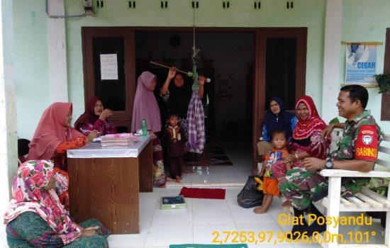 Babinsa Dampingi Bidan Desa Dalam Posyandu