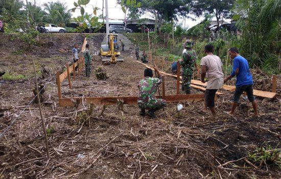 Personel Kodim 0116/Nara, Membangun Rumah untuk Ibu Putehdi