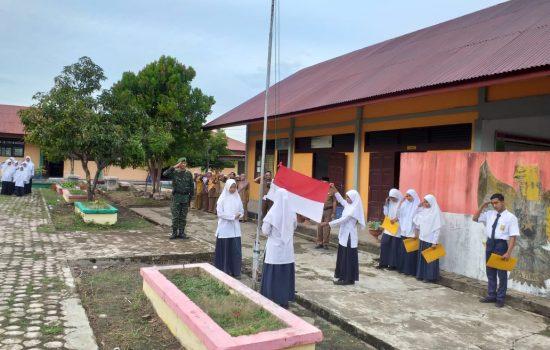 Serda Sumardi Pimpin Upacara di SMPN 1 Jaya