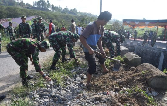 Sambut HUT TNI Ke-74, Kodim Aceh Tengah, Polres dan Masyarakat Laksanakan Karya Bhakti