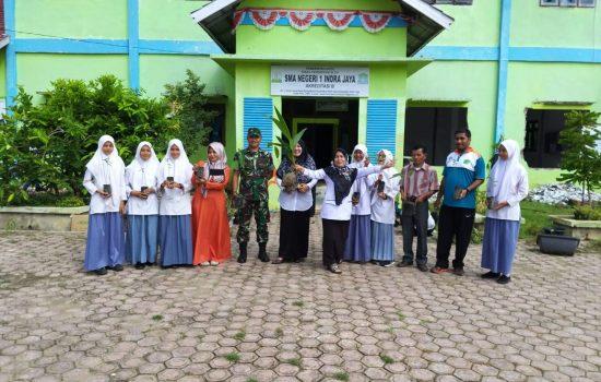 TNI Bantu Penghijauan di SMA Indra Jaya