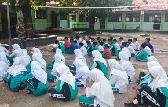 Cegah Efek Negatif Medsos bagi Pelajar, Babinsa Koramil 09/Smt Memberi Pengarahan