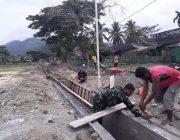 Kopda Zainal Bantu Pembuatan Saluran Air