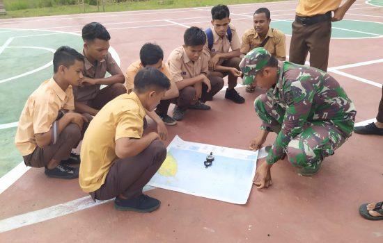 Serda Hefsi Latih Anggota Pramuka SMA Tentang Peta