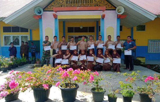 Kodim Aceh Jaya Beri Piagam Penghargaan Kepada Anggota Pramuka SMA N 1 Teunom