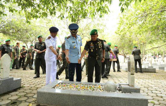Kasdam Iskandar Muda Pimpin Ziarah Rombongan ke Taman Makam Pahlawan