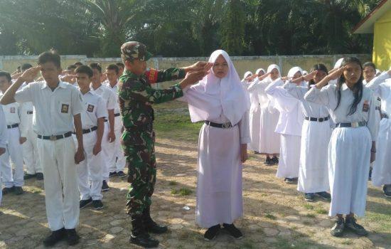 Tanamkan Disiplin dan Jiwa Karakter Mandiri, Babinsa Latih PBB