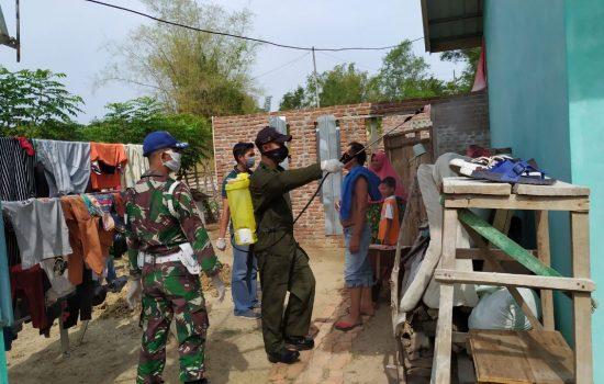 Personel Detasemen Arhanud-001/CSBY Lakukan Penyemprotan Disinfektan
