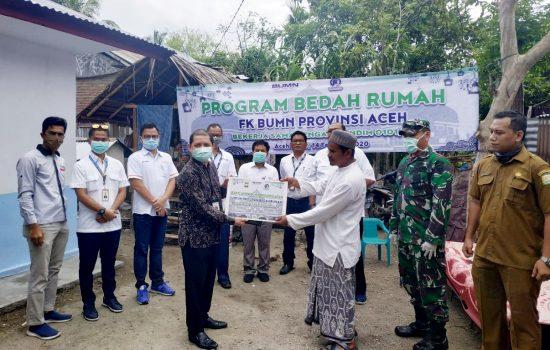 Kodim 0101/BS Bersama FK BUMN Serahkan Hasil Rehap Rumah kepada Purnawirawan TNI AD