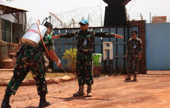 Cegah Penyebaran Covid-19, Satgas Kizi TNI Sterilisasi Pangkalan di Afrika Tengah