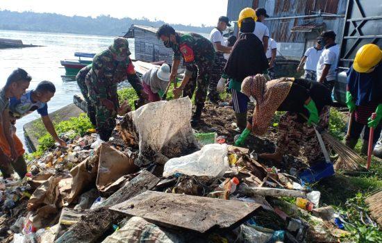 Tak Ingin Laut Simeulue Tercemar, Kodim 0115/Simeulue Bersama Instansi Terkait Bersihkan Pesisir Laut
