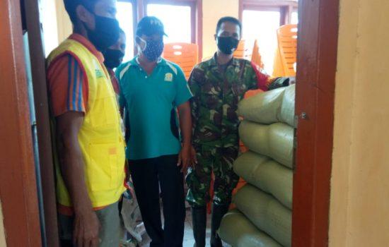Babinsa Koramil 03/Teupah Selatan Bersama Koordinator Ppl Pertanian Cek Kelayakan Jenis Bibit Padi Petani
