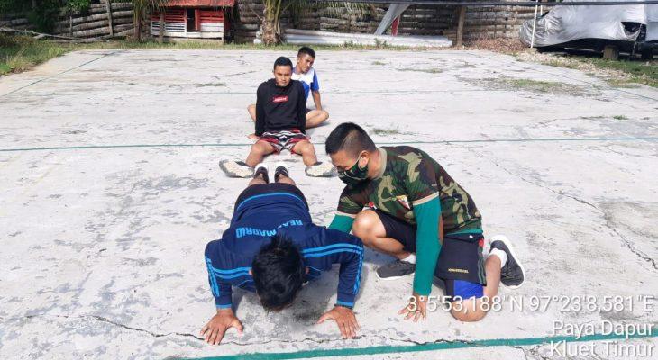 Latih dan Bina Fisik Calon Prajurit TNI Yang Berasal Dari Desa Binaannya