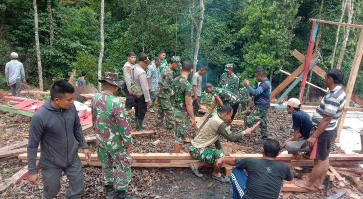 Dandim Aceh Utara Pimpin Perbaikan Makam Cut Meutia