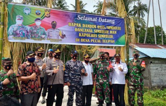 Dalam Rangka Hut RI Ke 75 TNI Dan Polri Memberikan Bantuan Sosial Kepada Pelajar Dan Masyarakat