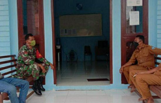 Semarakkan HUT RI ke-75, Babinsa koramil 09/Trumon Ajak Pemdes Bersama-sama Himbau Warga Kibarkan Bendera Merah Putih