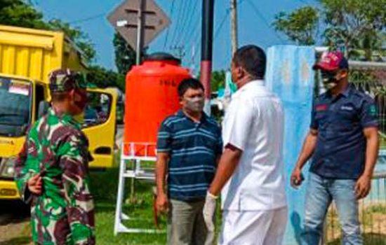 Babinsa Dampingi Petugas Kesehatan Lakukan Rapid Test