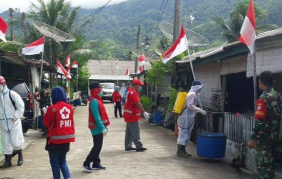 Sterilkan Wilayah Dari Penyebaran Covid-19, Babinsa Koramil 01/TT Dampingi PMI Lakukan Penyemprotan Disinfektan