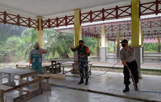 Sterilkan Wilayah Dari Covid-19, TNI/Polri Kembali Lakukan Penyamprotan Disinfektan di Trumon Tengah