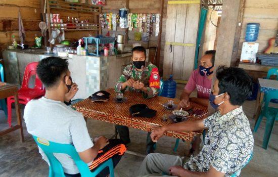 Babinsa Komsos Untuk Himbau Masyarakat Tetap Terapkan Protokol Kesehatan Cegah Covid-19
