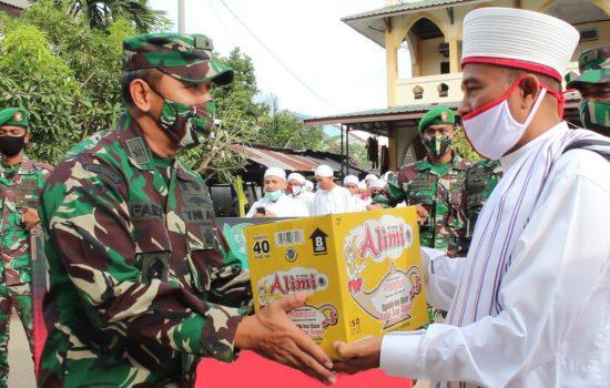 Jumat Barokah, Irdam IM Serahkan Bantuan Sembako ke Dayah Markaz Al-Ishlah Al-Aziziyah
