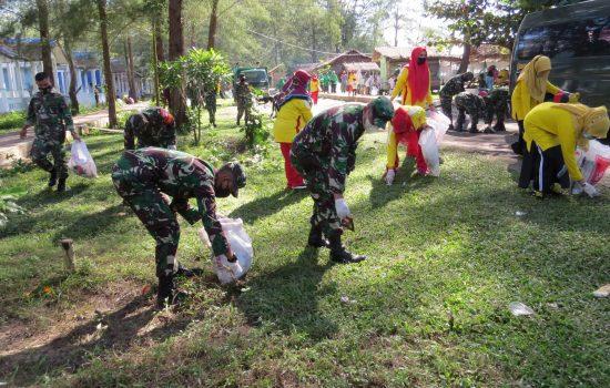 Dalam Rangka Pembinaan Lingkungan Hidup Kodim 0109/Aceh Singkil Gelar Karya Bakti Pembersihan Pantai