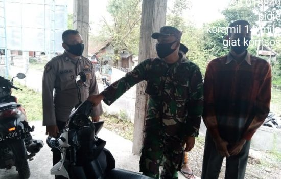 Babinsa Melaksanakan Himbauan Prokes